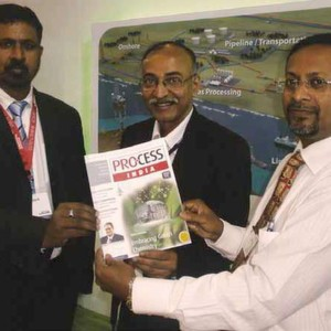 Chief Editor of PROCESS India, PK Chatterjee (Centre) presents an issue of the PROCESS magazine to Rockwell Automation's Abanibhusan Bera (Right), Industry Sales Manager – O&G ISA 84 SFS (Safety Specialist) and Ramesha D, General Manager, Industry Verticals (Left).