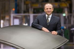Als Leiter des BMW-Komponentenwerks Landshut erlebt Murat Aksel, wie CFK die Automobilfertigung verändert.