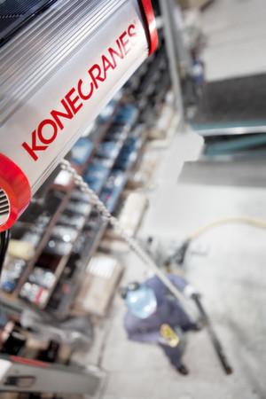 Mit einer vierfach höheren Lebensdauer als bisherige Modelle kommt die neue Baureihe von Arbeitsplatz-Hebesystemen von Konecranes daher.