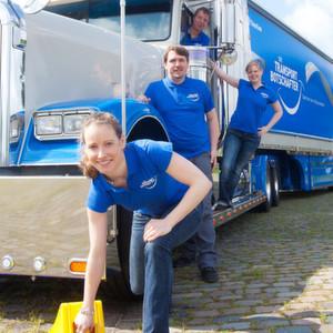 Ein umgebauter Truck Freightliner Classic XL gibt den Blickfang bei der Imagekampagne von Timocom für die Transportbranche.