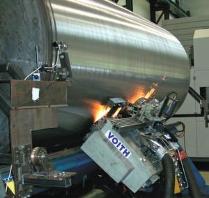 Nach dem Vorbild der Natur entwickelten das Fraunhofer-IWU und Voith Paper Services eine mobile Schleifeinheit für die Walzeninstandsetzung bei der Papierherstellung.