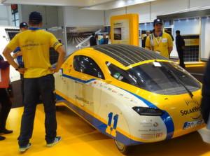 Mit der gelben Sonnenenergie voran kommen: Auf der Intersolar 2012 wurden die unterschiedlichsten Lösungen für eine solare Fortbewegung vorgestellt.