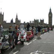 Unkontrollierte Vespa-Invasion in London