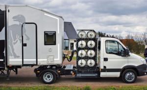 Die Zweimann-Wohnkabine des innovativen Fahrzeugkonzeptes von Taxo-Obermaier bietet jeden Komfort für unterwegs.