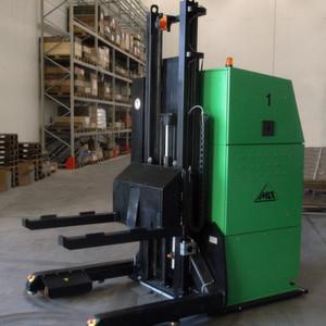 Fahrerloser Gabelhubwagen von MLR, wie er künftig beim Baumaschinenhersteller Bomag zum Einsatz kommt.