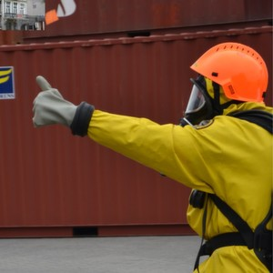 Working together gets the job done: under the ICE programme, public fire brigades and private specialists cooperate on accidents with hazardous goods.