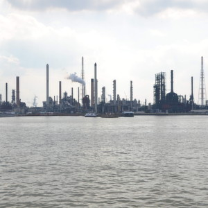 Refinery at Antwerpen/Belgium  Europe's refiners are currently able to sell most of their overproduction to the US, analysts believe.