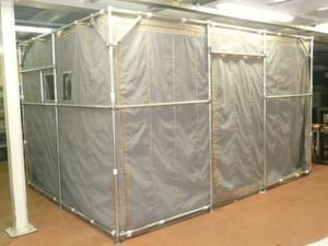 EMV-Zelt mit Rahmenkonstruktion für eine vollständig geschirmte Umgebung. Störungen des Messaufbaus werden vermieden.