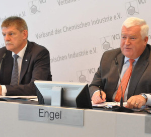 VCI-Hauptgeschäftsführer Dr. Utz Tillmann und VCI-Präsident Dr. Klaus Engel (v.l.n.r)