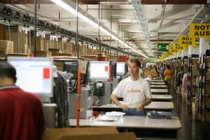 Um ihr Geld wird verhandelt: Arbeitgeber und Arbeitnehmer diskutieren über mögliche Abfindungen der Neckermann-Beschäftigten.