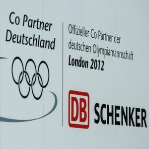 Im Auftrag des DOSB bringt DB Schenker 50 t Gepäck und Ausrüstung der deutschen Sportler nach London.