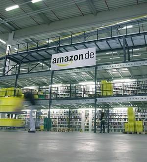 Amazon-Lagermitarbeiter in den USA können ihrer Karriere eine neue Stoßrichtung geben. Der Versandriese unterstützt sie dabei mit bis zu 2000 Dollar.