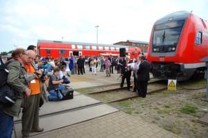 Neben dem Neubau des Logistikzentrums dürfen sich die Wittenberger auch über neue Aufträge freuen. Das DB-Fahrzeuginstandhaltungswerk Wittenberge übergab vor kurzem den ersten umgebauten Doppelstockzug an DB Regio Nordost.