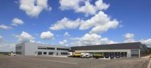 Über 12 Rampen versorgen Lkw das Logistikzentrum von Prodinger. Das Unternehmen investierte rund 10 Mio. Euro in das Projekt
