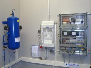 Der elektrische Schaltschrank und die pneumatische Steuerung regeln die bedarfsgerechte Abwasserentsorgung in der Coface Arena in Mainz.