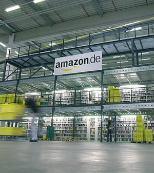 Die Lager sind da: Experten behaupten, dass Amazon prfe, ob es einen eigenen Dienst fr die Nahbelieferung aufbauen will.