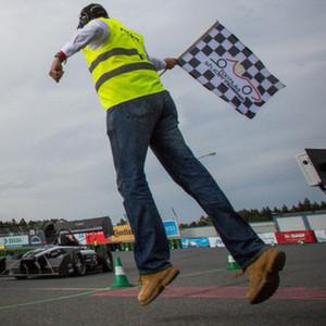 Studenten fahren auf Rennboliden-Meisterschaft ab
