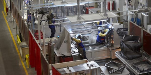 Blick in das Shanghaier Werk von Rittal, in dem Schaltschränke für den asiatischen Markt hergestellt werden.