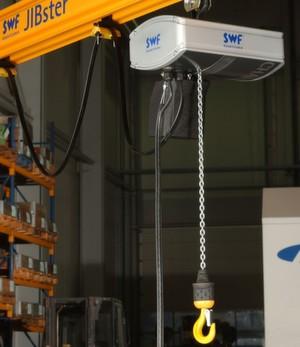 """Der neue Elektrokettenzug """"CHAINster"""" von SWF ist für Traglasten bis 2500 kg ausgelegt."""