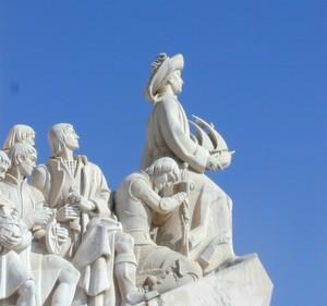 Auf Entdeckungstour: Wie ihre Vorgänger auf dem Denkmal der Entdeckungen in Lissabon, machen sich junge Portugiesen gen Deutschland auf, um Einkauf- und Logistikkompetenz zu erwerben.