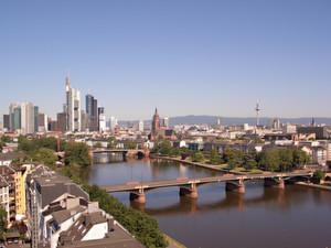 In Frankfurt am Main, hier die Skyline mit Dom und Fernsehturm, wird die Veranstaltung stattfinden.