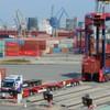 Erster Lang-Lkw im Hamburger Hafen