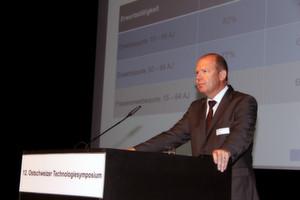 Valentin Vogt (VR-Präsident, Burckhard Compressions) sagt, der aktuelle Wohlstand der Schweiz basiere auf der hohen Erwerbsquote und nicht primär auf der hohen Produktivität.