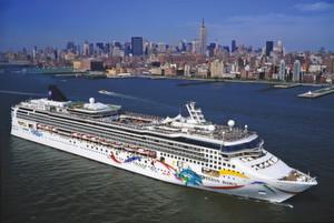 Bild 1: Ob vor der Skyline von New York oder im Nordatlantik: Durch die neue Technik können Schiffsmotoren weltweit schnell gewartet werden.