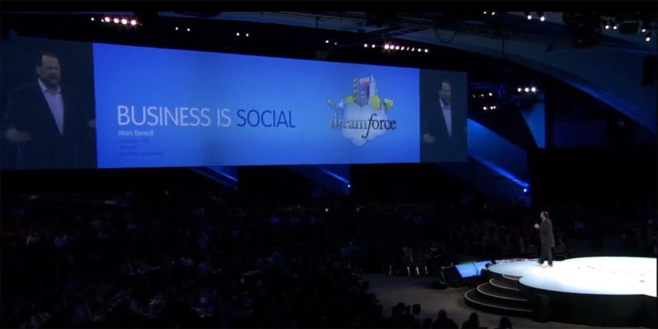 """Salesforce CEO Marc Benioff thematisiert """"Social Revolution"""" und ihre Auswirkungen auf das Business in der Eröffnungskeynote zur Dreamforce '12."""