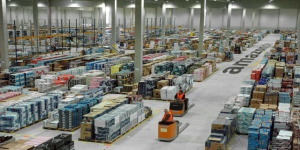 amazon macht die lagertore auf einblick in die logistik. Black Bedroom Furniture Sets. Home Design Ideas