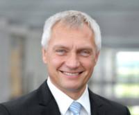 """Dr. Joachim Damasky: """"Plug-in-Hybride und Elektrofahrzeuge werden künftig einen wesentlichen Anteil der Mobilität ausmachen. Aus diesem Grund sehen wir für unseren Hochvoltheizer sehr gute Marktchancen."""""""