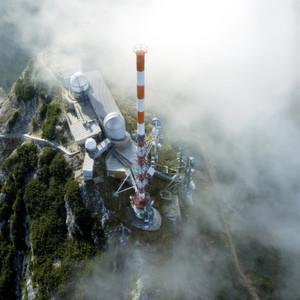 Weltweit sind Sender und Messtechnik von Rohde & Schwarz für analoges und digitales Fernsehen im Einsatz – auch auf dem Wendelstein in den bayerischen Alpen.
