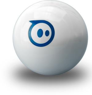 Sphero von Orbotix ist der erste fernsteuerbare Roboter-Ball der Welt. Als Fernsteuerung kann ei Smartphone oder ein Tablet dienen. Das Spielgerät eignet sich insbesondere für Spiele, in denen sich Videospiel und Realität mischen.