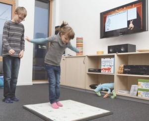 Mit der Sensormatte gelingt es, Kinder und Erwachsene zu mehr Bewegung zu motivieren