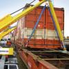 Container kostengünstig per Lkw-Seitenlader umschlagen