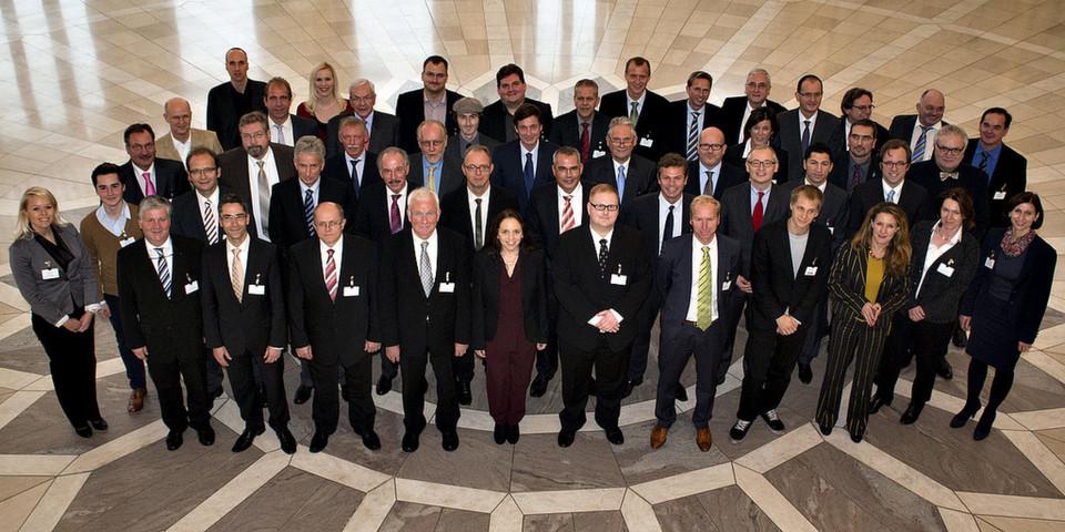 Bitte lächeln: Gruppenfoto vom eGovernment Summit 2012