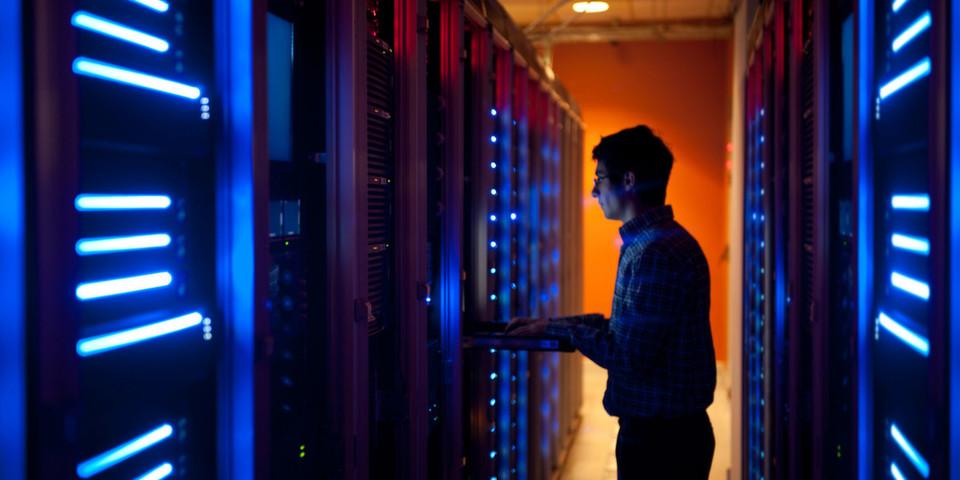 Laut Gartner sank der Server-Umsatz in EMEA im 3. Quartal 2012 um 9 Prozent verglichen mit dem Vorjahresquartal. Kein Wunder. Durch leistungstärkere Prozessoren und PCIe-Flash können Server-Hosts immer mehr virtuelle Maschinen verarbeiten.