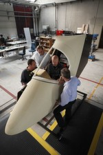 Arbeit am Prototyp der Solar Impulse