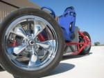 Gary Krysztopik fährt schon seit drei Jahren mit diesem offenen Elektro-Hotrod auf drei Rädern in den Straßen und auf den Highways von San Antonio, Texas