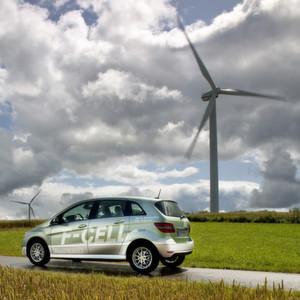 Fast alle Deutschen haben schon einmal von Wasserstoffautos wie diesem Brennstoffzellenfahrzeug B-Klasse F-CELL gehört, die meisten sind davon begeistert