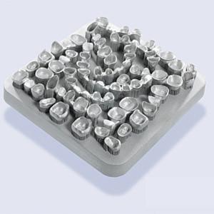 Bild 1: Zahnersatz-Arrangements aus Rematitan CL von Dentaurum, hergestellt....