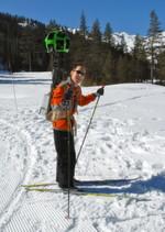 Street View Engineering Director Luc Vincent mit dem Trekker beim Skifahren