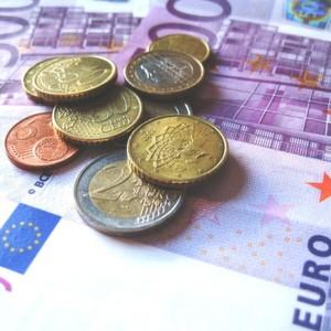 Der Innovationspreis ist mit 10.000 € und der Nachwuchspreis mit 3.000 € dotiert.