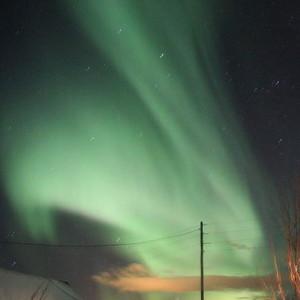 Das Polarlicht bei Vadsø in Nordnorwegen. Mit einer Höhenforschungsrakete will die NASA herausfinden, wie der Prozess funktioniert, bei dem bei der Entstehung von Polarlichtern Sauerstoffatome aus der oberen Atmosphäre ins All gelenkt werden.