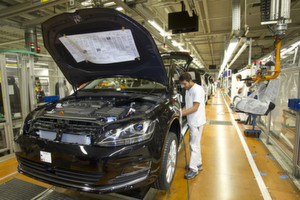 Viertueller Messraum bei Volkswagen: Die mobile Messlösung C-Link unterstützt bei der Produktion des neuen Golfs in Wolfsburg