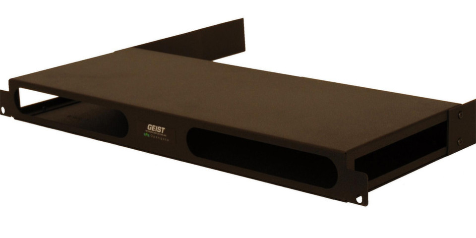 Das Funktionsprinzip der SwitchAirBox zur Umlenkung der Kühlluft im Rack ist immer das gleiche: Die frontal einströmende Kühlluft wird über einen Kanal zu den Lüftern der Switche geführt