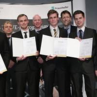 Staatssekretär Schütte und Fraunhofer-Vorstand Buller überreichen DRIVE-E-Studienpreise