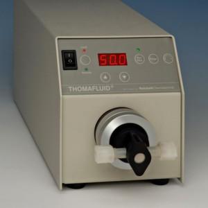 Die Thomafluid-High-Tech-Taumelkolben-Mikro-Dosierpumpe mit Antriebssystem E-1500 MP.