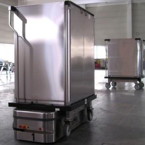 Fahrerloser Plattformwagen von MLR, wie er künftig im Fiona-Stanley-Hospital in Perth/Australien eingesetzt wird.