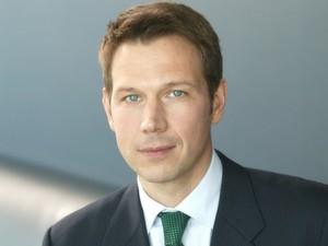 Telekom-Chef Obermann will den Konzern durch umfangreiche Sparmaßnahmen auf Vordermann bringen.